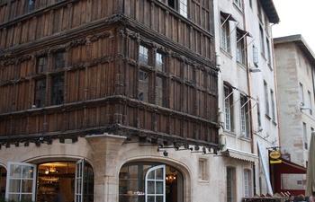 M con profitez de la terrasse de la maison de bois et du - La maison de bois macon ...