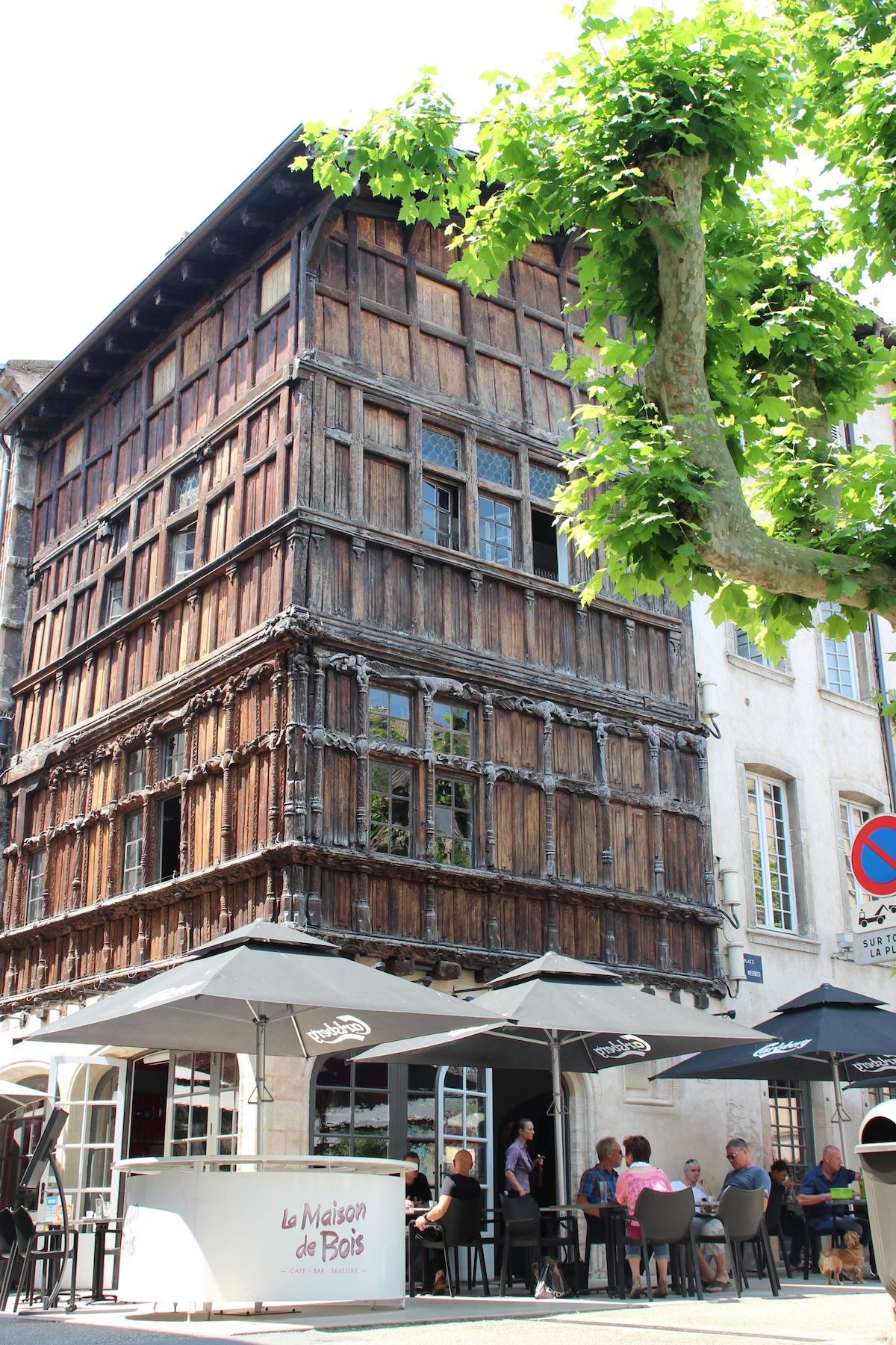 M con curieuse et gourmande maison de bois l actualit - La maison de bois macon ...