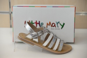Nu-pied filles Little Mary